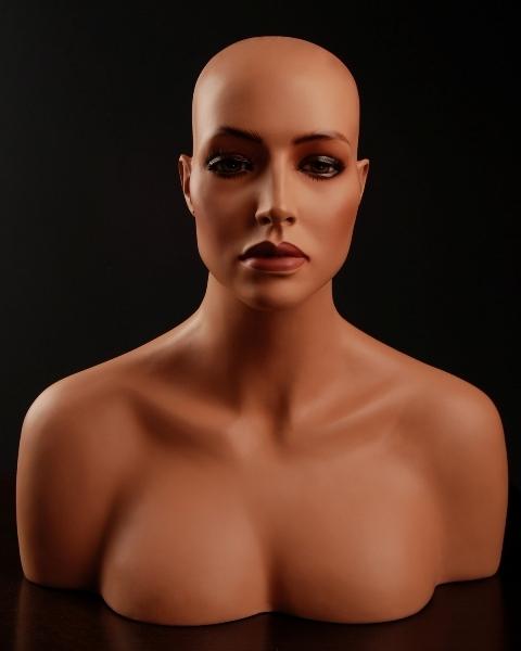 Female Fiberglass Italian Mannequin em3